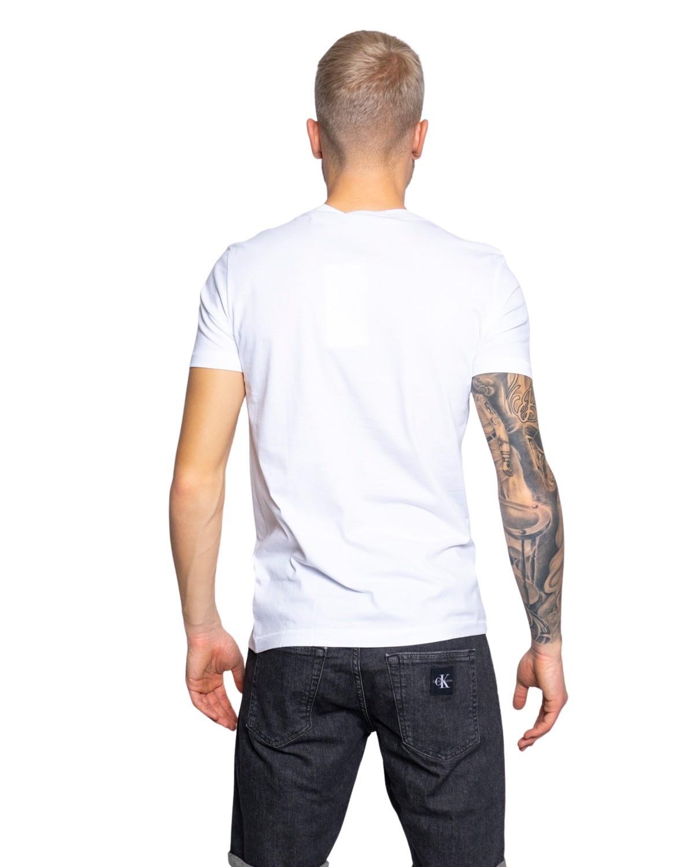 Marchio Calvin Klein Jeans Genere Uomo Tipologia T-shirt Stagione Primavera…